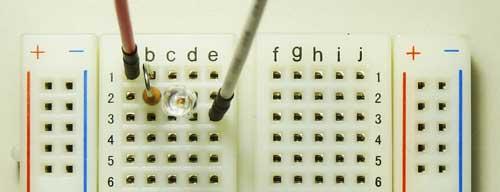 ブレッド・ボードへ電子部品とワイヤを取り付けた状態