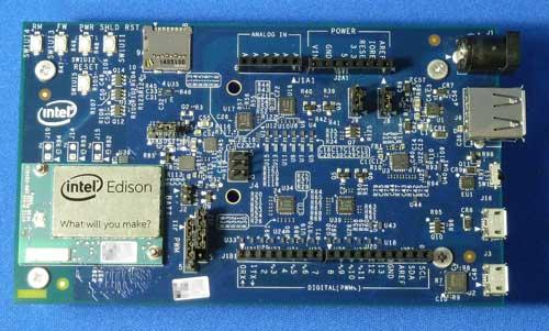 Intel Edison Moduleを取り付けたIntel Edison Board for Arduino