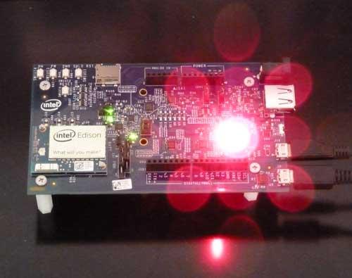 Intel Edison Board for Arduinoに追加した発光ダイオードでLチカ