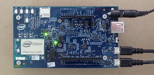Intel Edison Board for ArduinoにACアダプターとUSBケーブル2本を装着